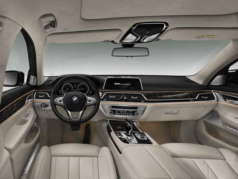 bmw-and-publish-the-new-7-series-in-the-european-market20150611-4-min