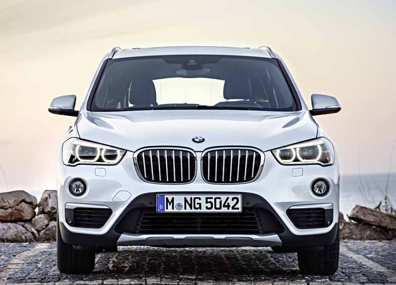 bmw-the-public-in-the-next-generation-bmw-x1-europe20160708-10-min