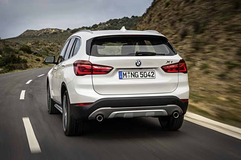 bmw-the-public-in-the-next-generation-bmw-x1-europe20160708-4-min