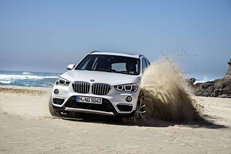 bmw-the-public-in-the-next-generation-bmw-x1-europe20160708-7-min
