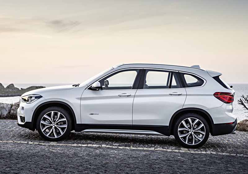 bmw-the-public-in-the-next-generation-bmw-x1-europe20160708-9-min