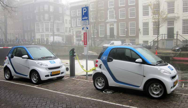 bosch-and-daimler-and-practical-application-of-automatic-parking-in-car2go20150621-4-min