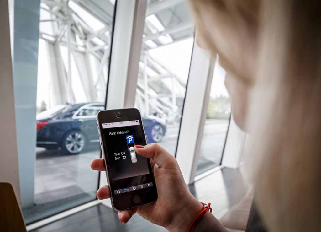 bosch-and-daimler-and-practical-application-of-automatic-parking-in-car2go20150621-5-min