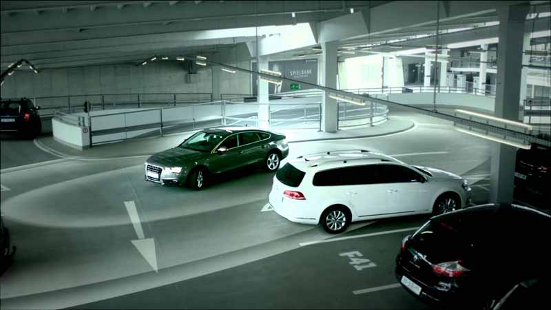 bosch-and-daimler-and-practical-application-of-automatic-parking-in-car2go20150621-8-min