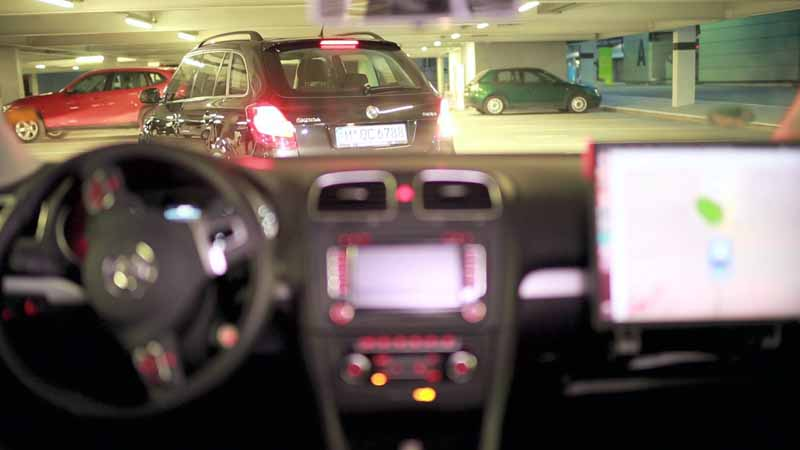 bosch-and-daimler-and-practical-application-of-automatic-parking-in-car2go20150621-9-min