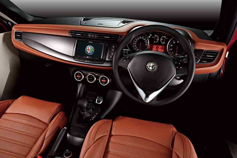 fca-japan-alfa-romeo-giulietta105-anniversary-limited-model-released20150624-2-min