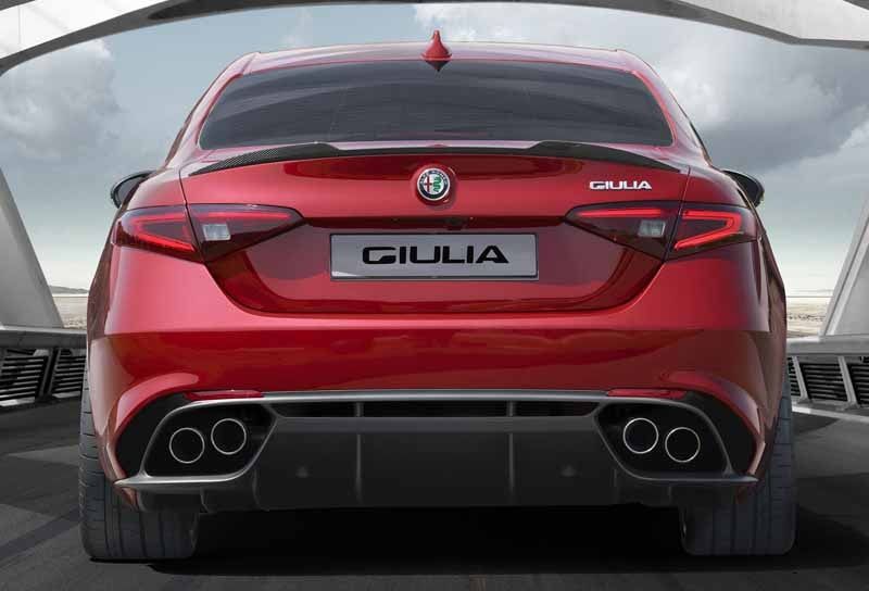 fca-japan-published-an-alfa-romeo-giulia20150626-12-min