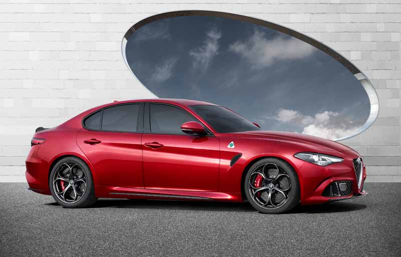 fca-japan-published-an-alfa-romeo-giulia20150626-4-min