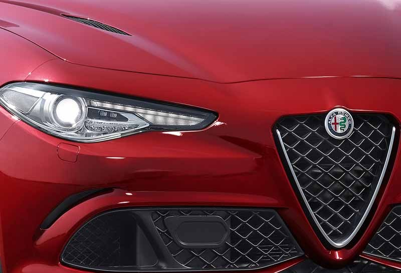 fca-japan-published-an-alfa-romeo-giulia20150626-6-min