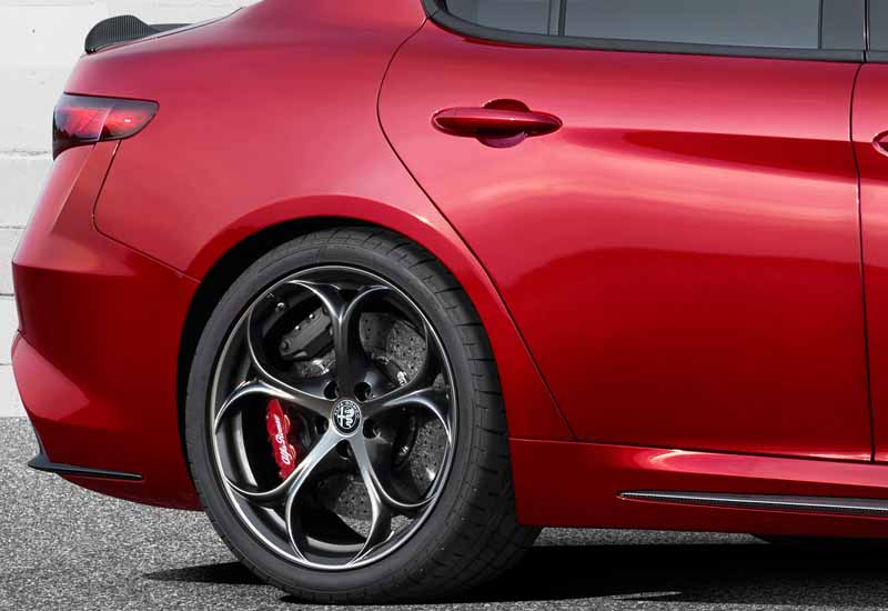 fca-japan-published-an-alfa-romeo-giulia20150626-9-min