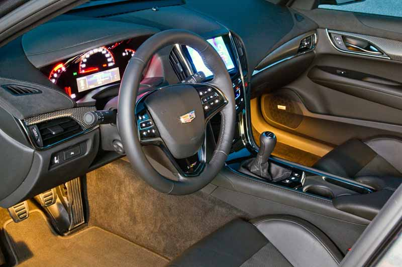 gm-japan-and-published-a-power-unit-of-the-super-sports-sedan-cadillac-ats-v20150623-1-min