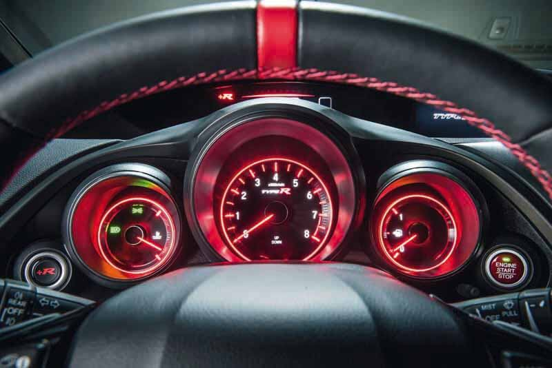 honda-commercial-model-of-the-civic-type-r-to-finally-european-debut20150606-19 (1)