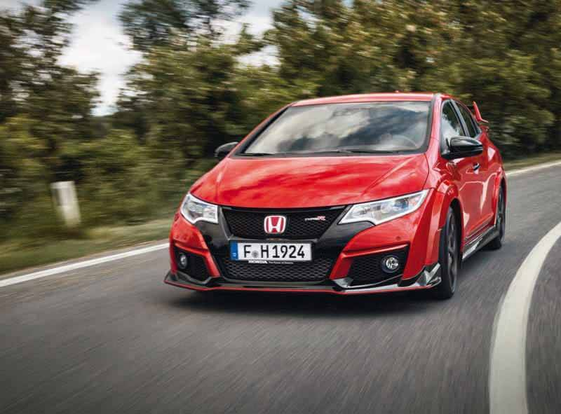 honda-commercial-model-of-the-civic-type-r-to-finally-european-debut20150606-22 (1)