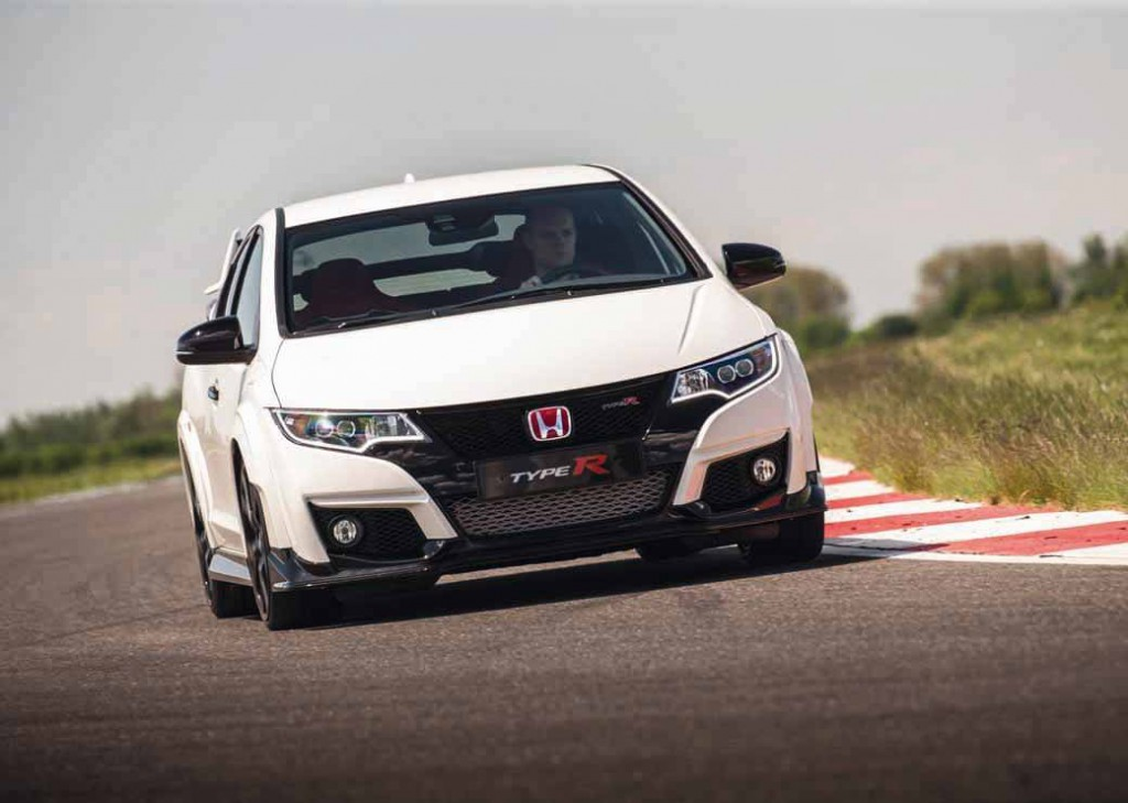 honda-commercial-model-of-the-civic-type-r-to-finally-european-debut20150606-9 (1)