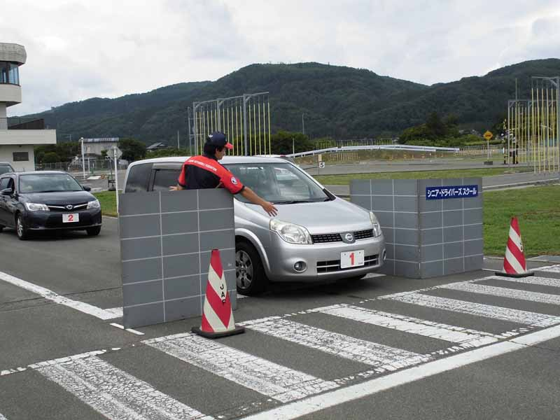 jaf-fukushima-super-senior-drivers-school-held-report20150625-1-min