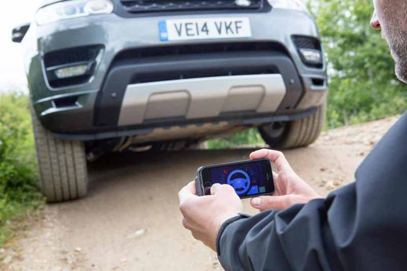 jaguar-land-rover-technology-publication-that-you-can-remotely-control-the-car-in-the-smartphone20150621-4-min