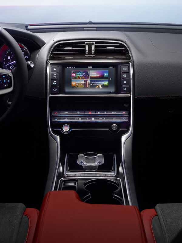 jaguar-orders-the-start-of-the-new-sports-saloon-models-xe20150604-4 (1)