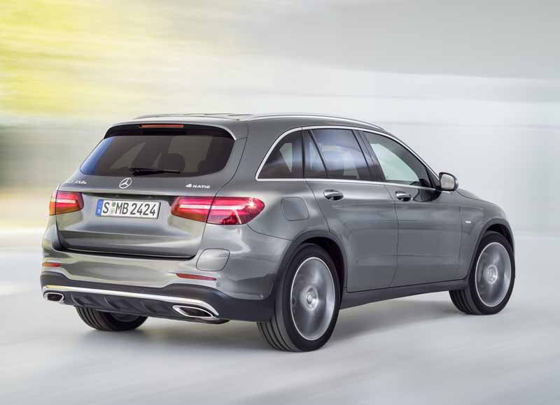 mercedes-benz-the-worlds-first-published-the-new-crossover-suv-glc20150618-1-min