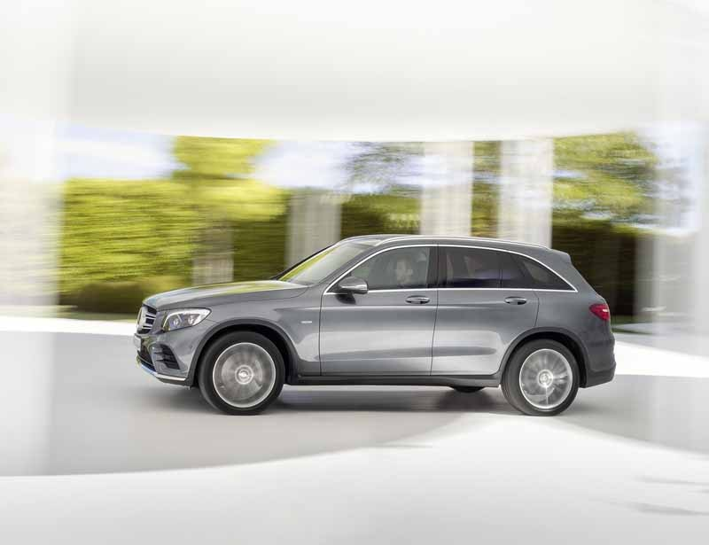mercedes-benz-the-worlds-first-published-the-new-crossover-suv-glc20150618-5-min