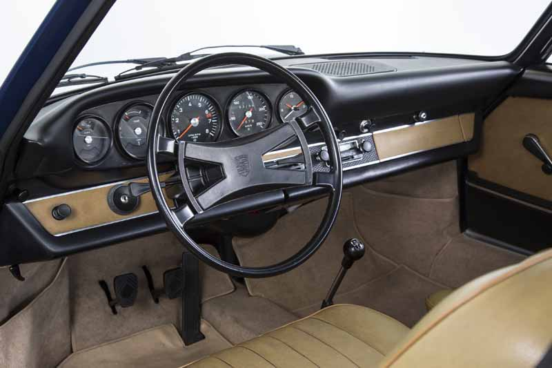 porsche-and-reproduce-the-dashboard-for-the-classic-91120150601-2-min