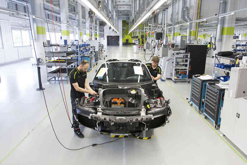porsche-has-completed-the-production-of-the-918-spider20150623-4-min