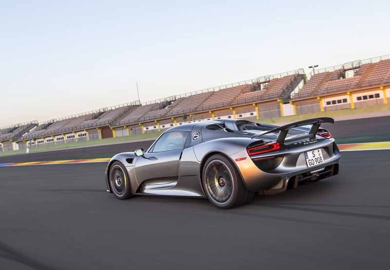 porsche-the-race-activities-foster-the-future-of-car20150605-14-min