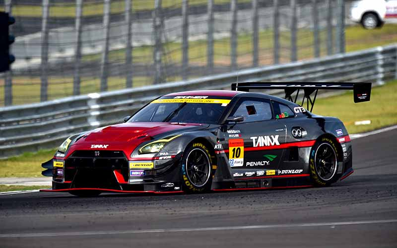 super-gt300-third-round-thailand-b-max-nddp-gt-r-has-won-consecutive-at-where-she20150622-5-min