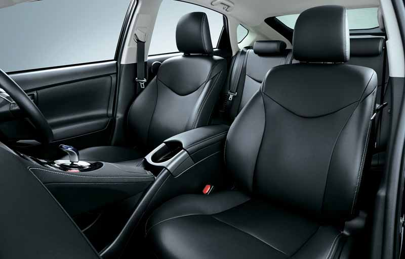toyota-released-by-improving-some-of-the-prius-phv20150629-1-min