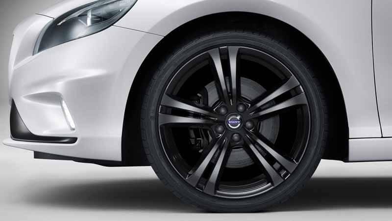 volvo-v40-pre-order-start-at-r-design-carbon-edition-88-cars-limited20150604-2 (1)