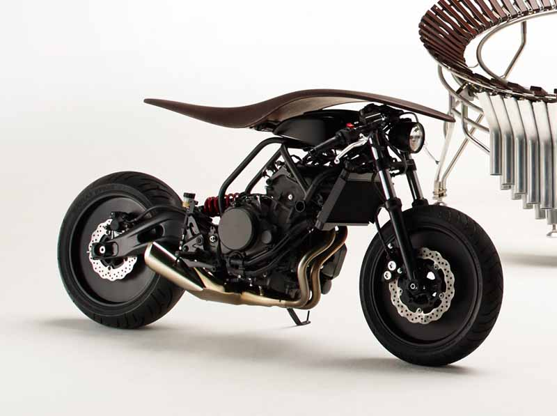 yamaha-and-yamaha-motor-is-up-to-joint-design-event20150612-9-min