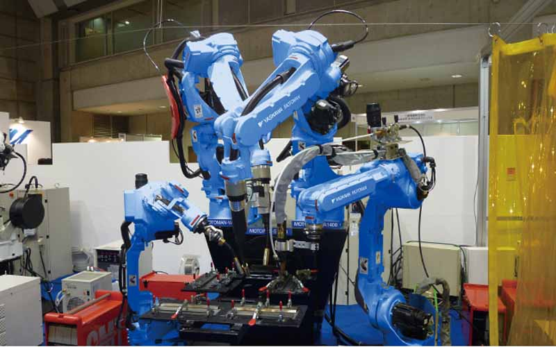 yaskawa-electric-and-launched-the-large-scale-work-painting-shinkatachi-robot20150618-3-min