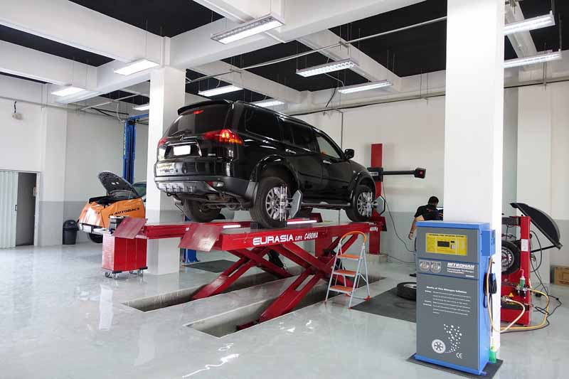 autobacs-indonesias-first-foray-autobacs-ar-hakim-store20150710-11-min