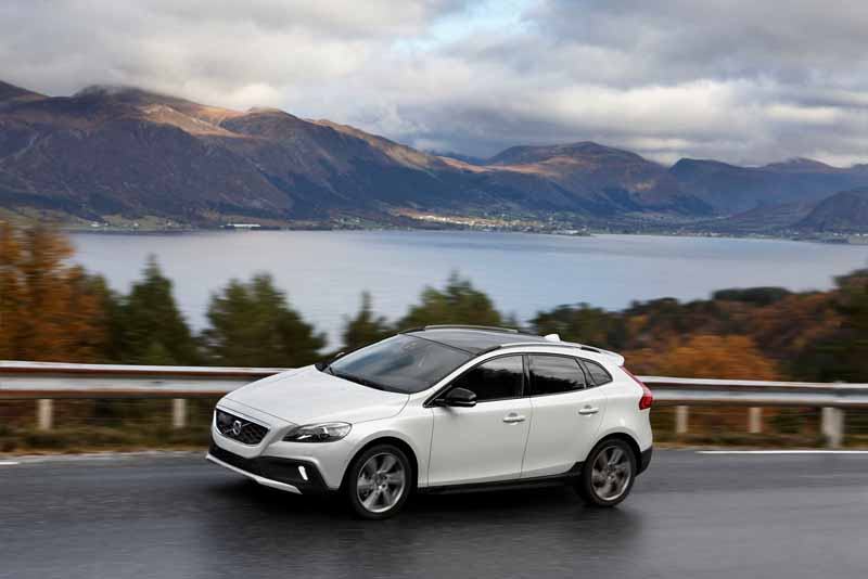 volvo-v40-·-60-by-introducing-new-1-5l-direct-4-t3-and-clean-diesel-d4-renewal20150723-12