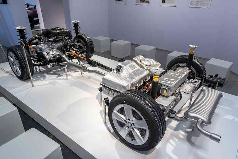 car-of-the-future-bmw-is-addressed-in-fuel-cell-vehicle-development20150709-4