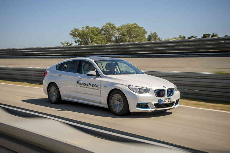 car-of-the-future-bmw-is-addressed-in-fuel-cell-vehicle-development20150709-5