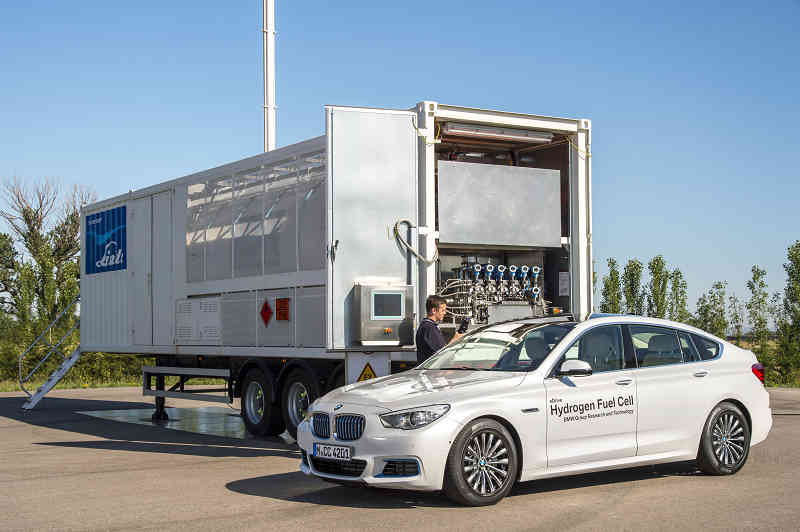 car-of-the-future-bmw-is-addressed-in-fuel-cell-vehicle-development20150709-6