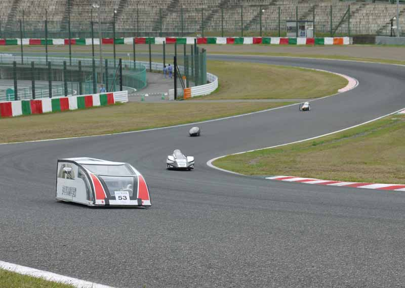 competition-held-to-sprint-the-suzuka-circuit-in-the-only-rechargeable-battery20150707-1-min
