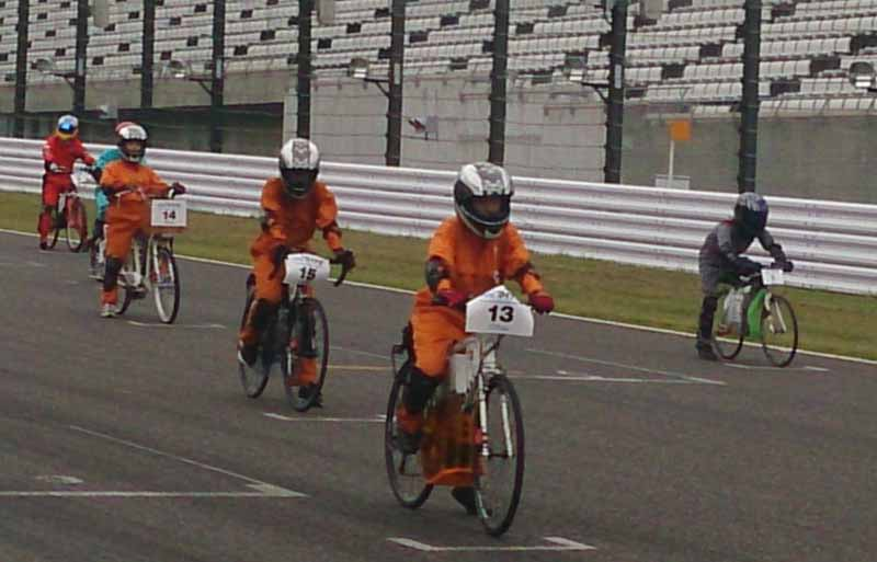 competition-held-to-sprint-the-suzuka-circuit-in-the-only-rechargeable-battery20150707-4-min