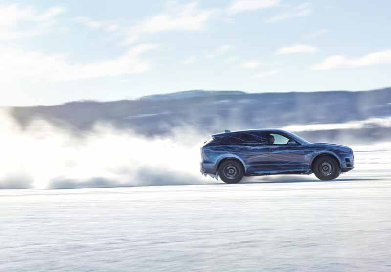 dared-traveling-test-under-extreme-environments-jaguar-f-pace-from-ice-to-burning20150730-8