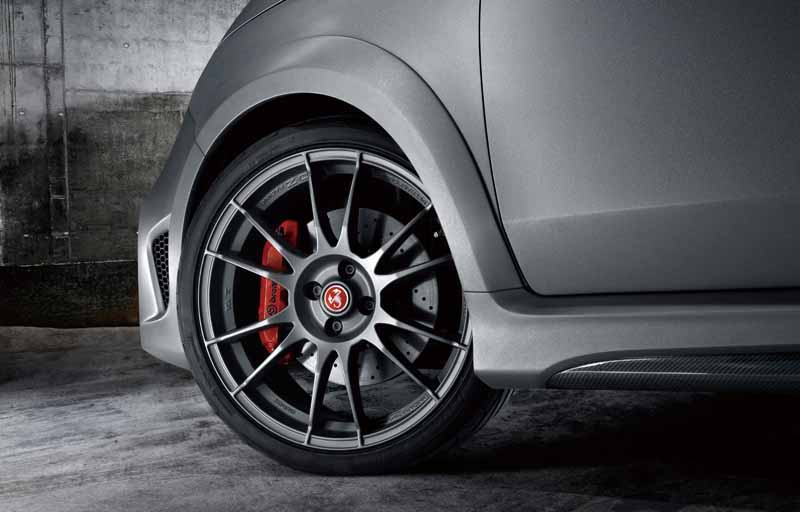 fca-japan-abarth-fastest-model-abarth-695-biposto-sale20150708-1-min