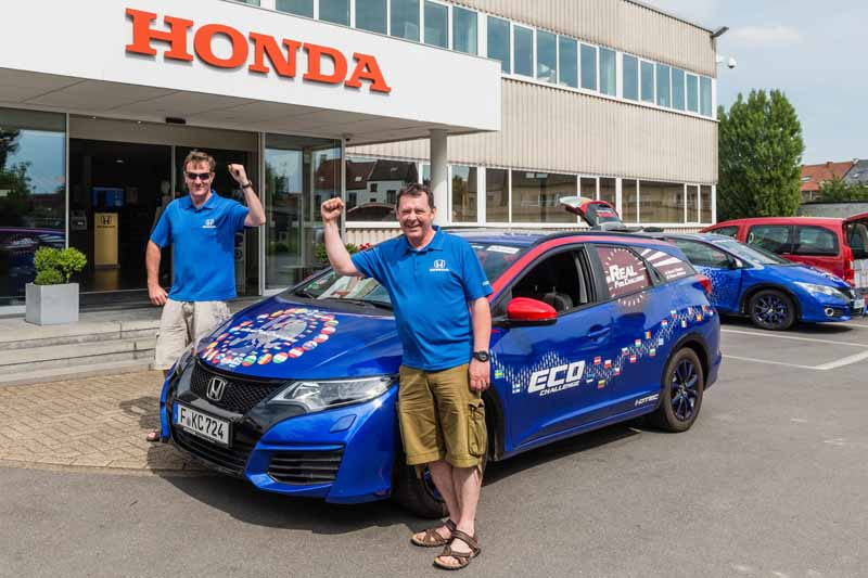 honda-and-update-the-guinness-world-record-in-fuel-economy-performance-in-the-civic-tourer-1-6-i-dtec20150708-1-min