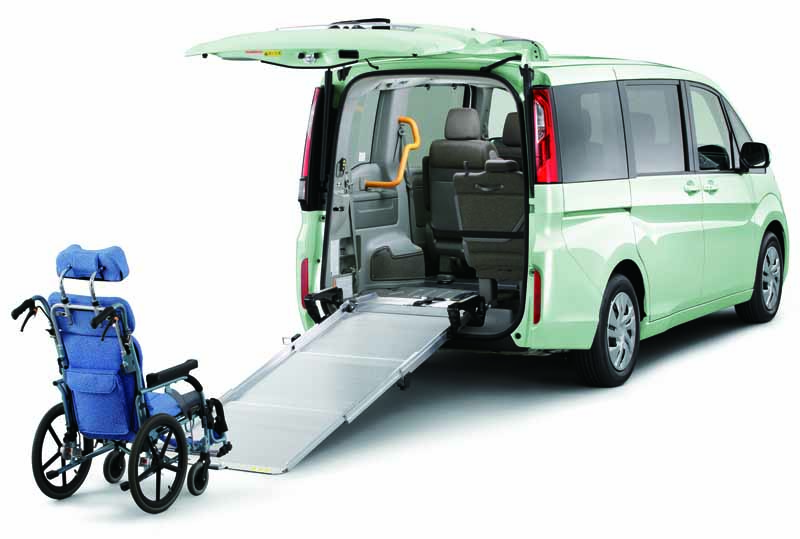 honda-to-add-a-wheelchair-specification-car-to-the-new-step-wagon-and-step-wagon-spada20150731-3