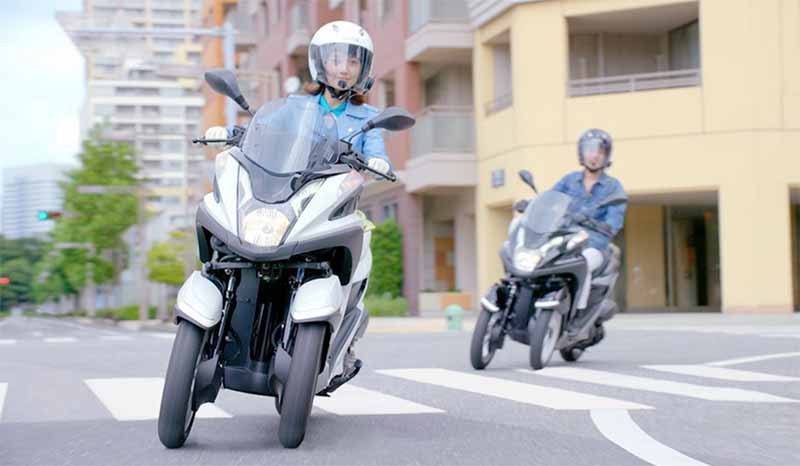 i-want-to-one-in-two-people-20-30-generations-woman-driving-a-bike-bike-womens-license-reserve-forces-is-one-in-three-people20150730-13