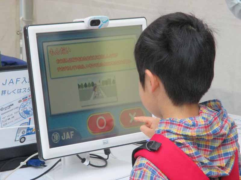 jaf-shizuoka-hamamatsu-traffic-safety-events-711-held-to-learn-in-parent-and-child20150709-4-min