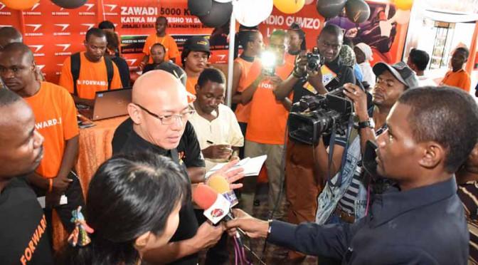 日本のビィ・フォアード、タンザニアの国際商業祭でオリジナルエンジンオイル発売を発表