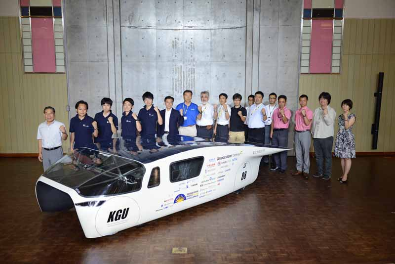 kogakuin-university-and-unveil-a-new-vehicle-owl-to-challenge-the-world-solar-challenge20150725-2