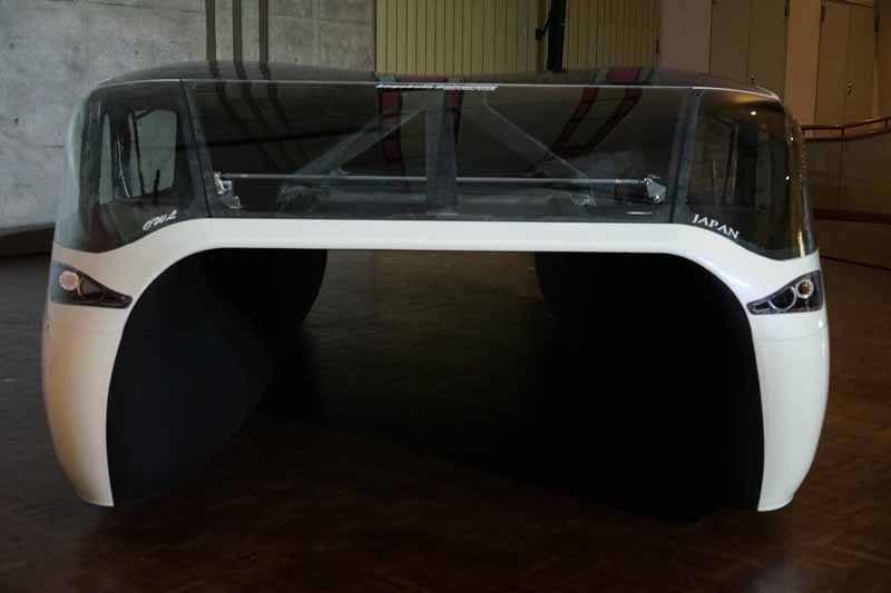 kogakuin-university-and-unveil-a-new-vehicle-owl-to-challenge-the-world-solar-challenge20150725-5