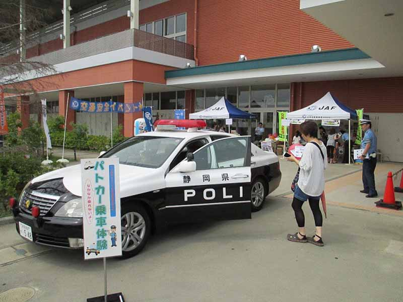 learn-in-jaf-shizuoka-parent-and-child-road-safety-held-a-traffic-safety-event-at-kakegawa-kachoen20150715-1