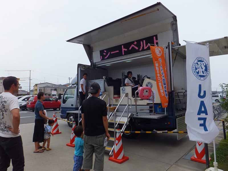 learn-in-jaf-shizuoka-parent-and-child-road-safety-held-a-traffic-safety-event-at-kakegawa-kachoen20150715-3