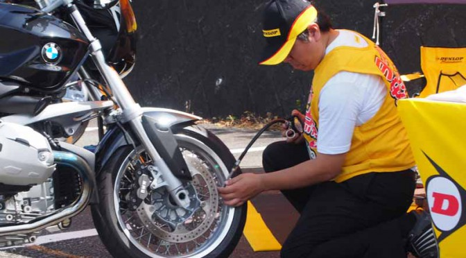 to-conduct-safety-inspections-of-motorcycle-tires-as-part-of-the-dunlop-national-tire-safety-inspection20150723-1